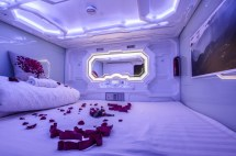Pengheng Space Capsules Hotel - Served Robots