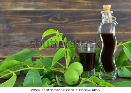 walnut liqueur 450w 663940465 1 Lichiorul de nuci verzi, băutura fină de Crăciun