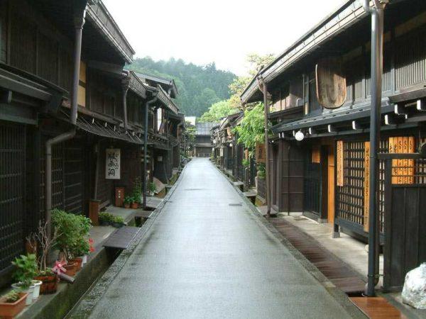 Visez la kimonouri și evantaie, gheișe, dinastii