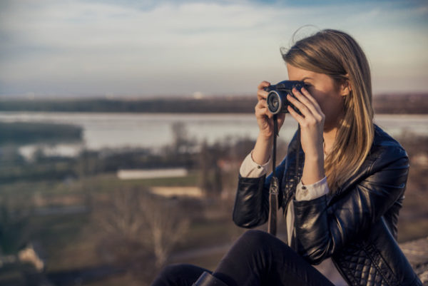 outdoor summer smiling lifestyle portrait of pretty young woman having fun in the city in europe in evening with camera travel photo of photographer making pictures 1391 386 Prezența hobby-urilor în viața noastră