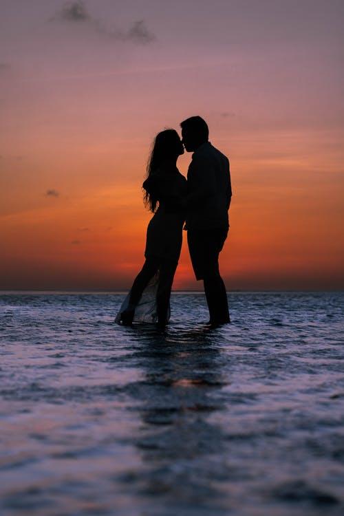 Valentine's day tips for single people/Ziua îndrăgostiților – trucuri pentru persoane singure