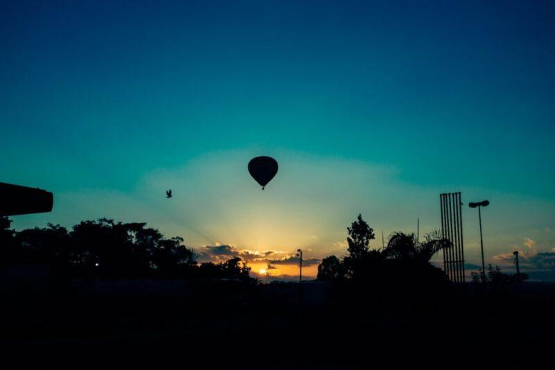 flying hot air balloon sky 105218 1024x683 1 Povestea experienței care mi-a schimbat drumul în viață