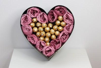 inima de bujori Cadoul floral bine ales, transmite mesajul corect