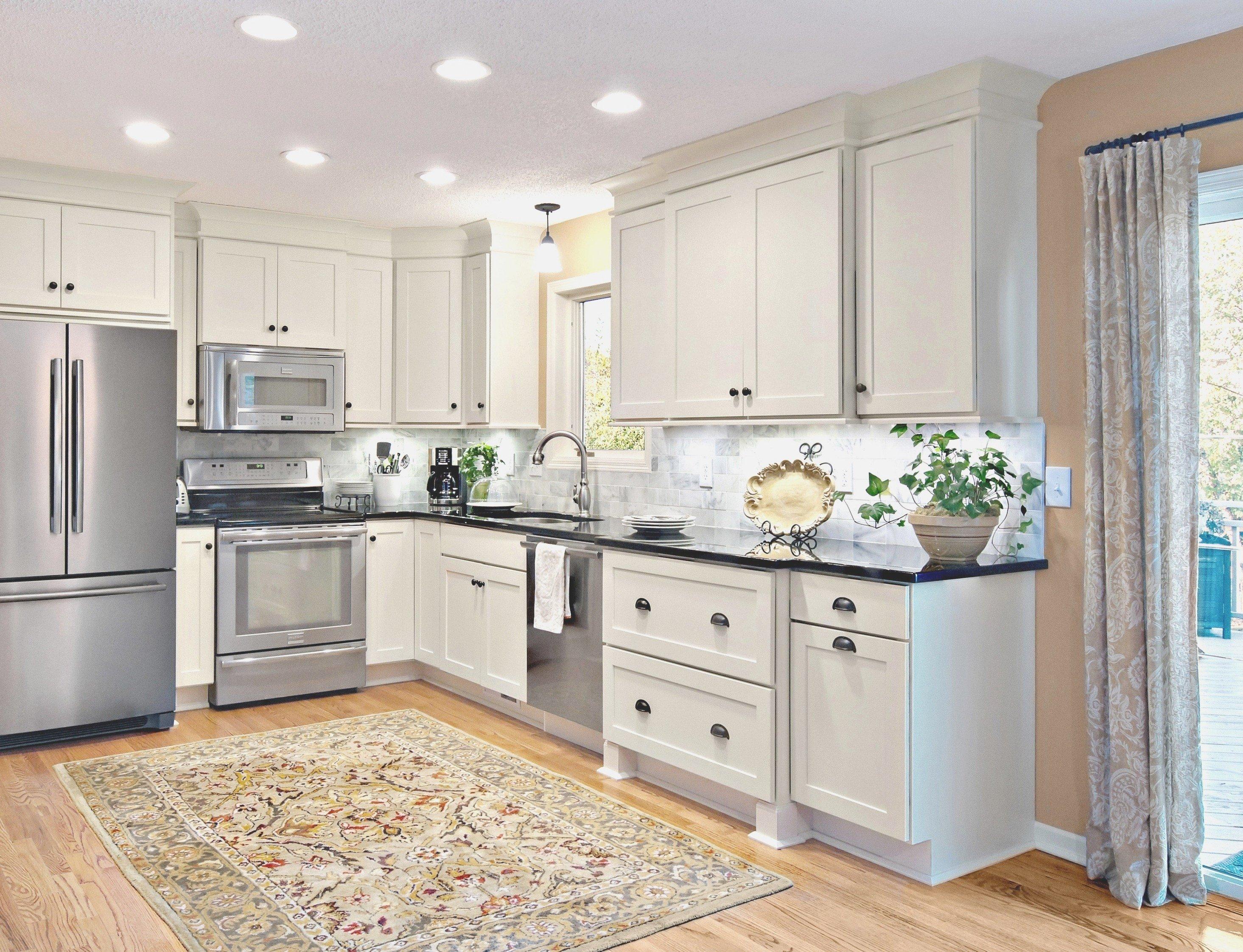 10 Beautiful Kitchen Cabinet Crown Molding Ideas