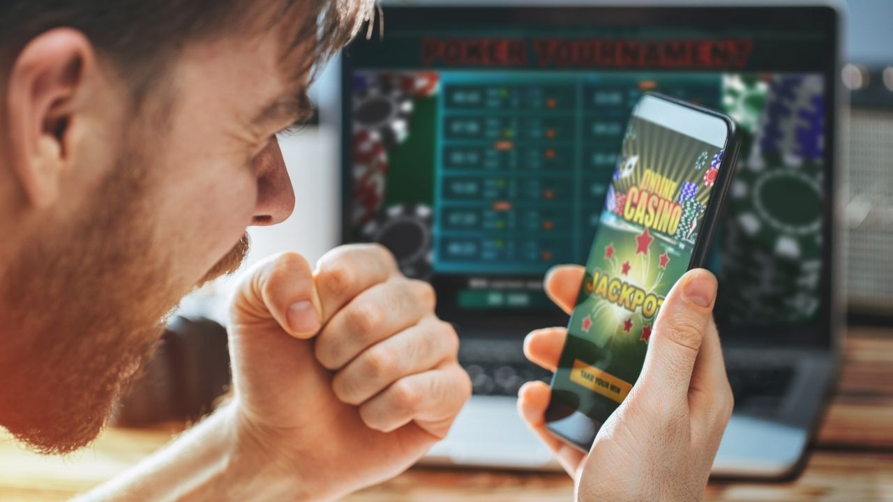 Get The Fun-Filled Experience Of Playing Gambling Games On Online Casinos!