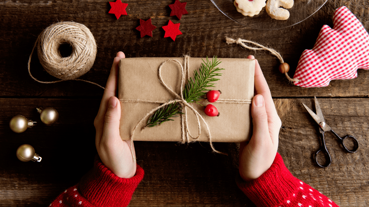 How Can Purchasing Christmas Gift Online Be Beneficial For You?