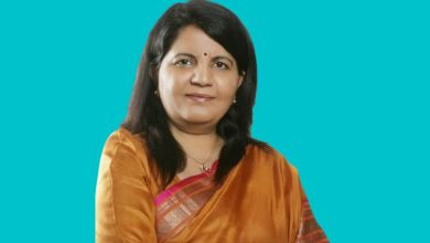 UP Women's Commission member resigns, allegations of corruption leveled against the government