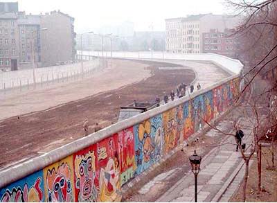 Foto striscia della morte del muro di Berlino