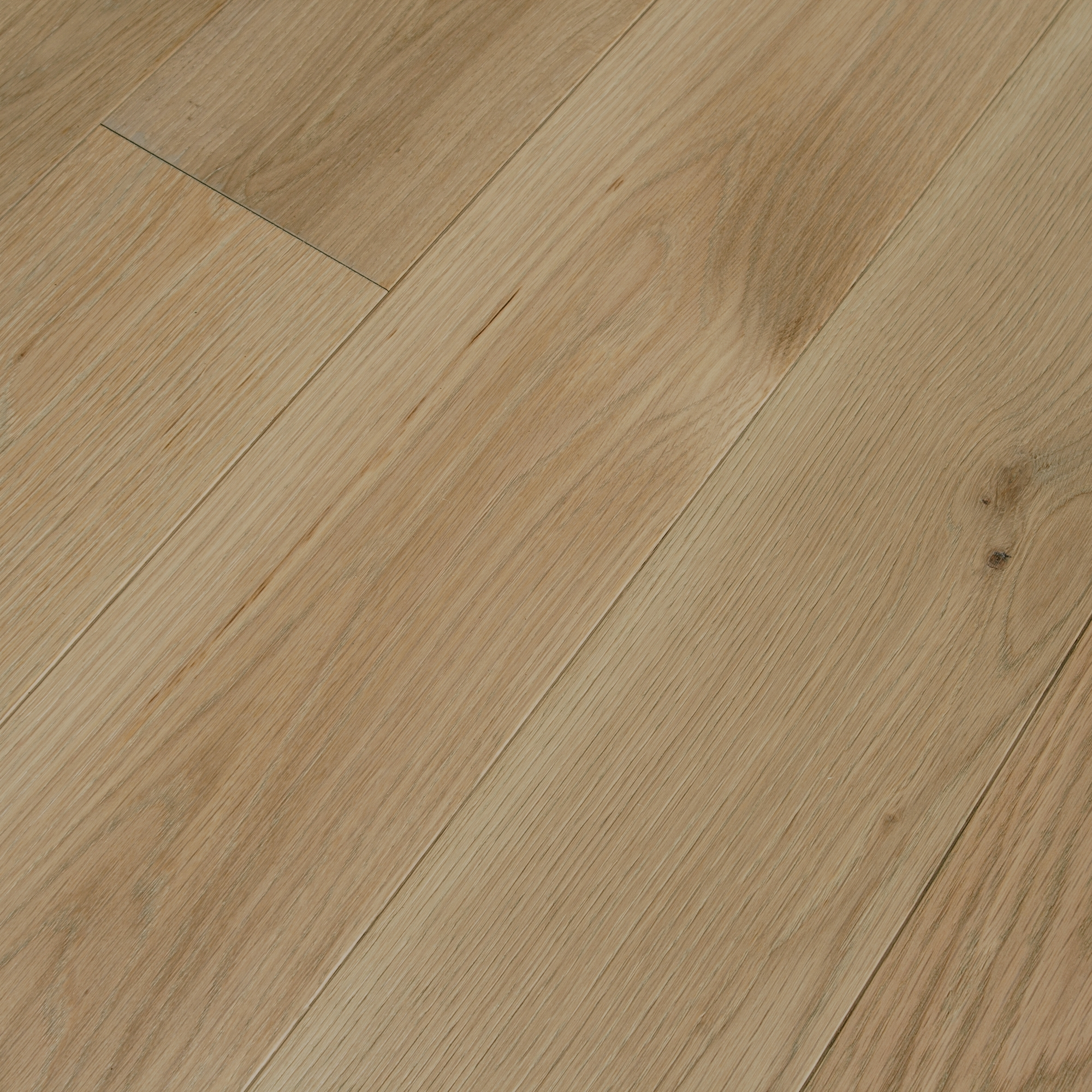 Brushed French White Oak Pilsner  Prefinished Engineered