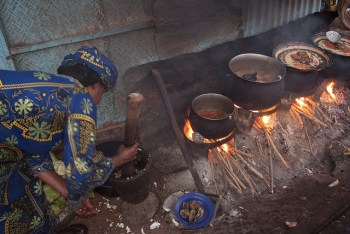 [Photo: Cooking for a living by TreeAid vía Flickr]