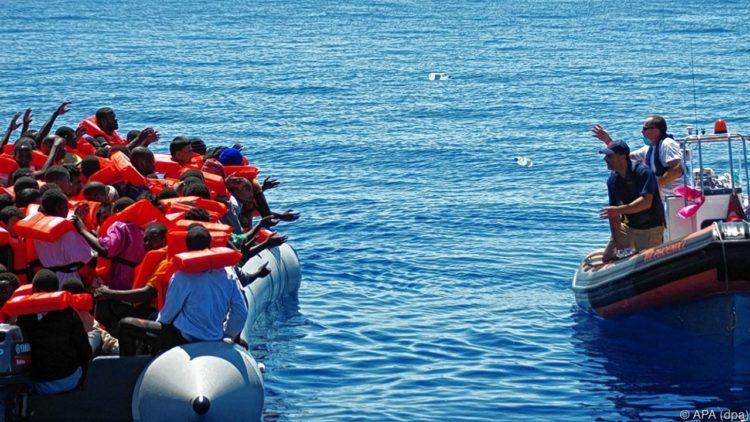39 personas son rescatadas por la Estación de ayuda al migrante por mar [moas.eu]