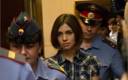 Nadezhda Tolokónnikova, miembro de las Pussy Riot, durante su juicio [Foto: Denis Bochkarev vía WikimediaCommons].