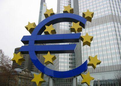 Imagen de la sede del Banco Central Europeo, símbolo de los poderes financieros que han secuestrado la democracia europea y que DiEM25 pretende combatir [Foto: Photo RNV.org vía Flickr].