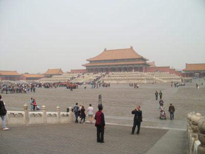 El cielo de Beijing suele estar cubierto por esta cortina de polución (La Ciudad Prohibida en Beijing, China)