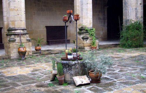 Imagen del pozo de la Catedral de Baeza, Jaén, España [Foto: Zarateman vía WikimediaCommons].