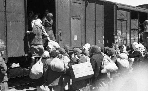 Imagini pentru primul val de deportări sovietice din RSSM şi Bucovina de nord