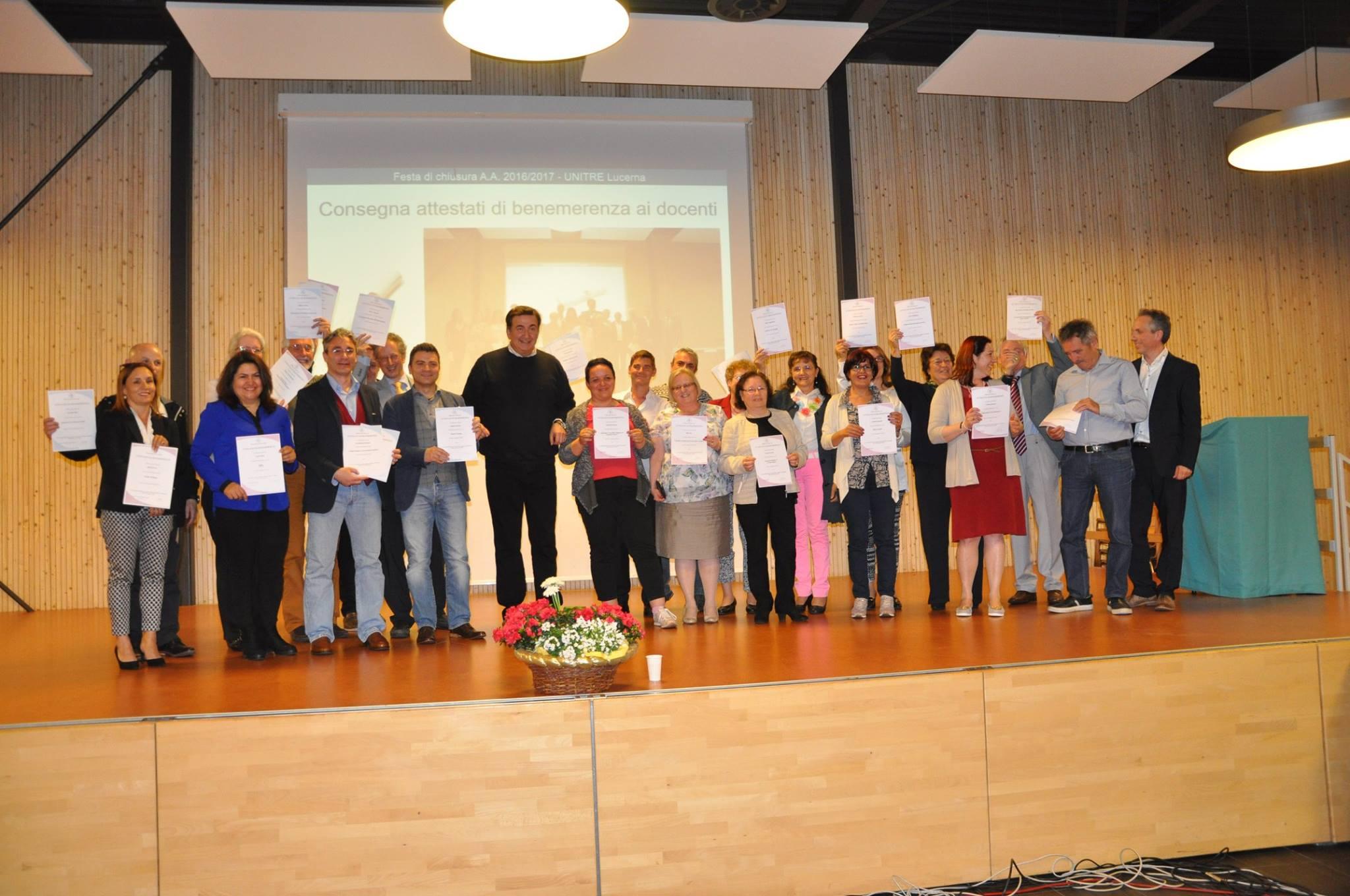 Giacobbo insieme ai docenti UNITRE
