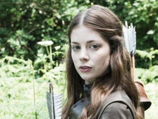 charlotte hope nel cast di the nun