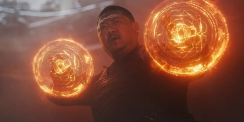Uno strano make up per Benedict Wong dal backstage di Avengers 4