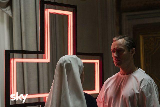 Nuove foto e poster dalla mini-serie The New Pope