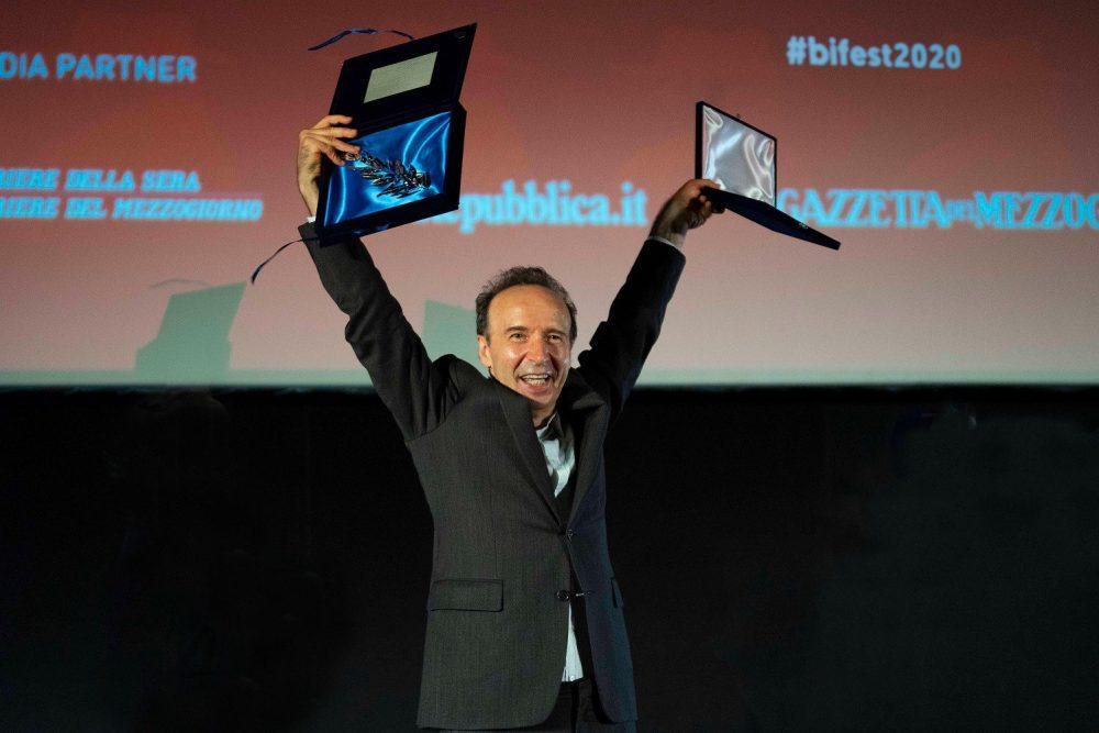 Bif&st 2020: Delirio per lo show di Roberto Benigni