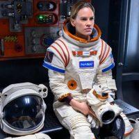 Away: Recensione della serie sci-fi con Hilary Swank