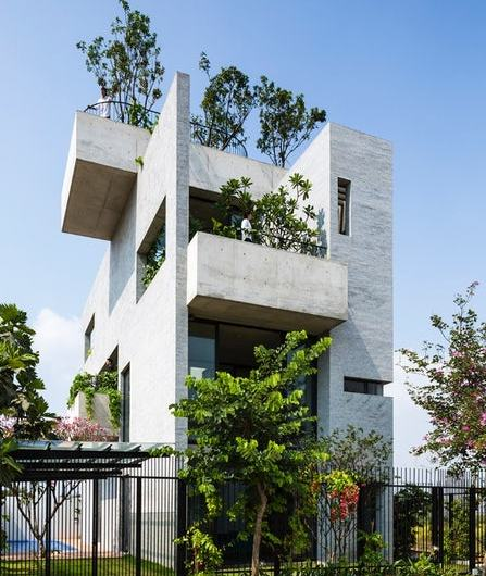 Greenery-filled Binh's Concrete House keeps the residents naturally Cool