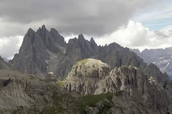جبل ترى سيم دي لافاريدو من اجمل جبال العالم