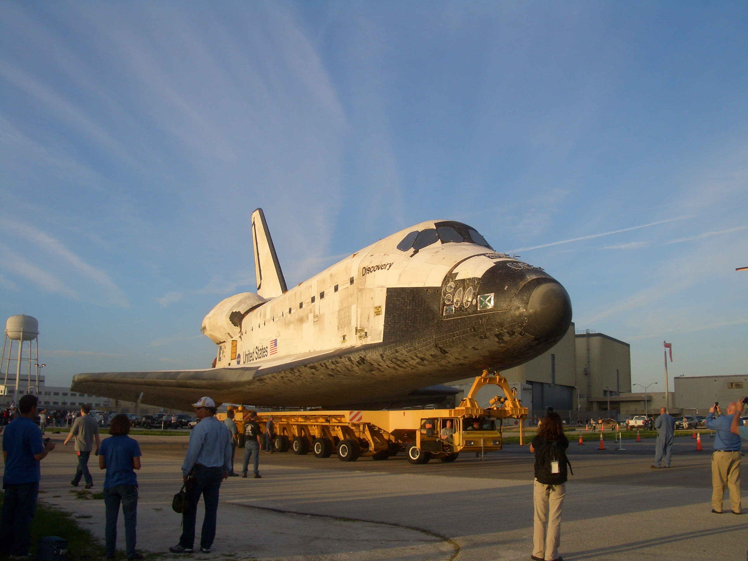 Space Shuttle Discovery's Last Rollover to the VAB - Universe Today