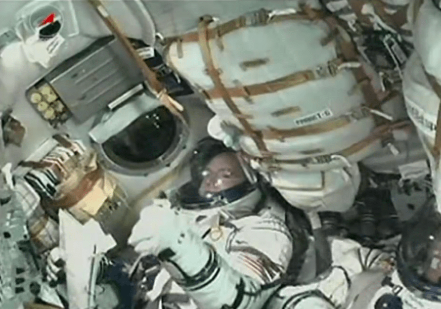 astronaut iphone dock - photo #32