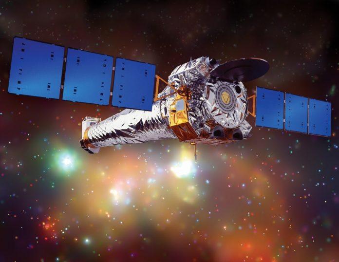 Illustration d'artiste de l'observatoire à rayons X de Chandra. Chandra est le télescope à rayons X le plus sensible jamais construit. Crédit: NASA / CXC / NGST