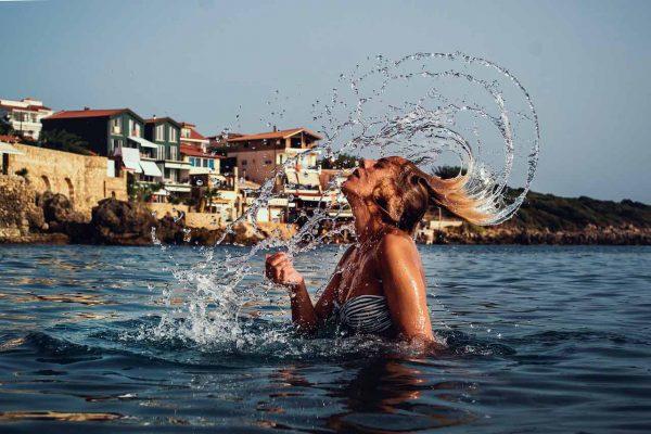 como puede proteger cliente cabello del sol verano