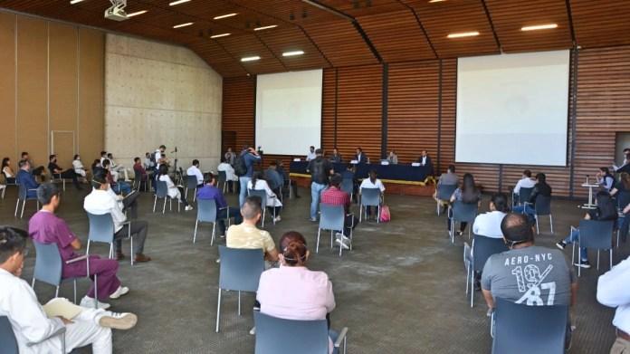Alumnos egresados de las licenciaturas en odontología, medicina, enfermería sostuvieron reunión con autoridades universitarias y de la secretaría de salud, del gobierno de Michoacán, ante el desafío que representa en coronavirus.