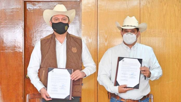 Firma de Convenio: Dr. Raúl Cárdenas Navarro, Rector de la UMSNH y , Abraham Ángel Cuevas Mendoza, presidente del Consejo Directivo de la Union Ganadera Regional de Michoacán.