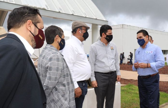 Autoridades universitarias recibieron del gobernador del Estado las nuevas instalaciones de lo que conformará la unidad profesional de Uruapan