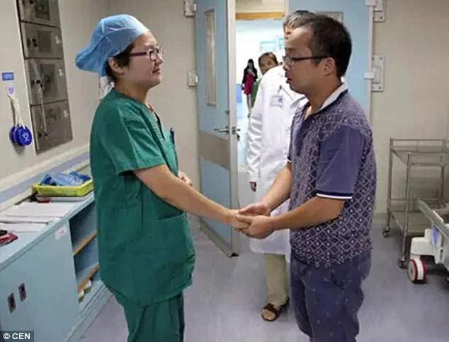 infermiera che allatta