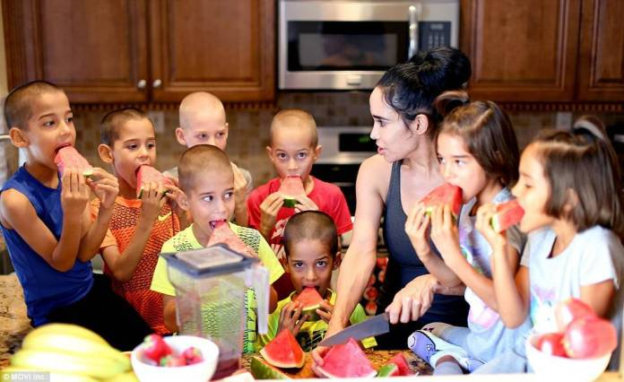 381661d900000578-3781725-suleman_poses_with_her_thriving_octuplets_now_7_years_old_in_lag-a-10_1473705274160