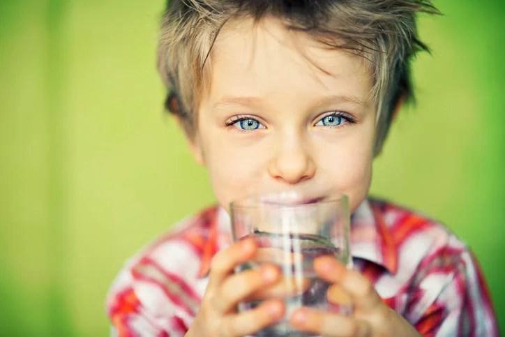quanta acqua deve bere un bambino