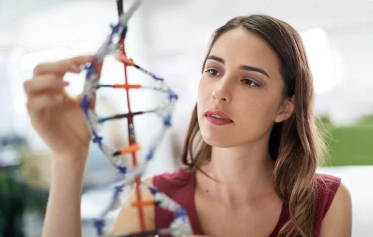 L'età di concempimento del primo figlio e il numero di figli sono legati al DNA