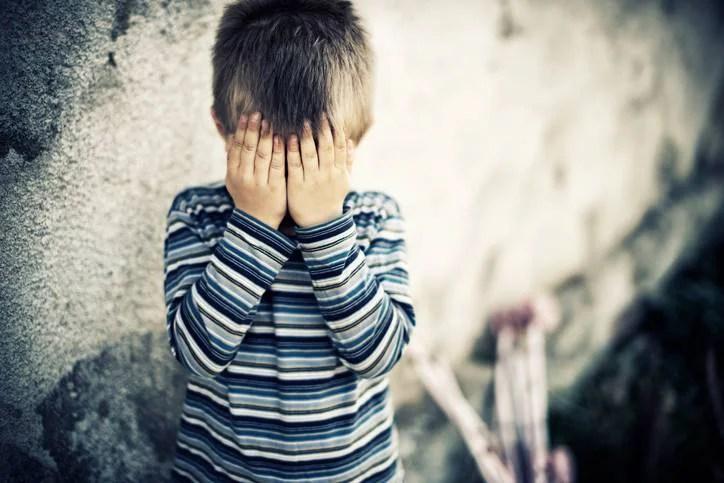 """""""Vorrei giocare ma non ho amici"""": così un bambino di 7 anni che """"non esiste"""""""
