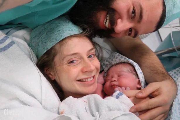 Papà riprende il parto cesareo della moglie e lo pubblica online (VIDEO)