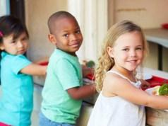 bambini stranieri mensa scolastica