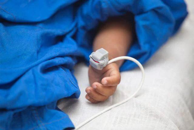 bambino esofago perforato
