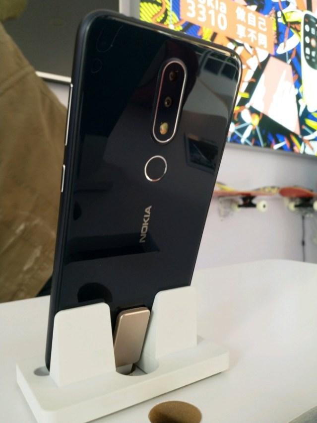 Nokia X6 leaked image 7 - تسريبات: صور جوال نوكيا الجديد X6 لشكله النهائي وتُظهر نتوء أعلي الشاشة