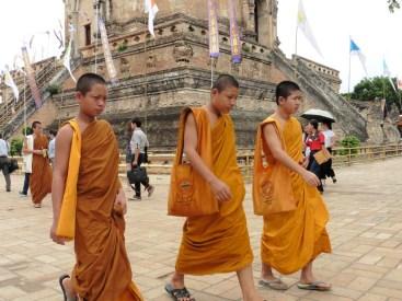 Monjes en el Wat Chedi Luang