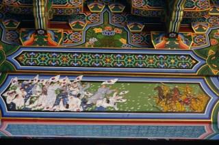 Motivos en templo sobre la ocupación japonesa de Corea