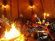 Dentro de la cabaña sami
