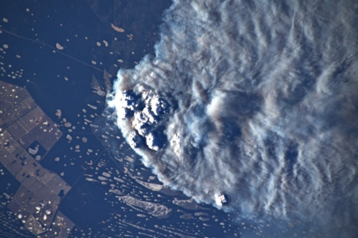 Астронавт показал пожары в Австралии с борта МКС: экипаж никогда такого не видел - фото 2