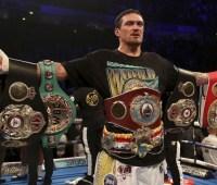 Боксера Усика признали спортсменом года в Украине