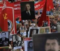"""В Минске на митинг """"Бессмертный полк"""" вышли с портретами Сталина"""